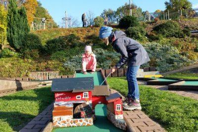 Augustusburg Rosts Wiesen Minigolf im Herbst