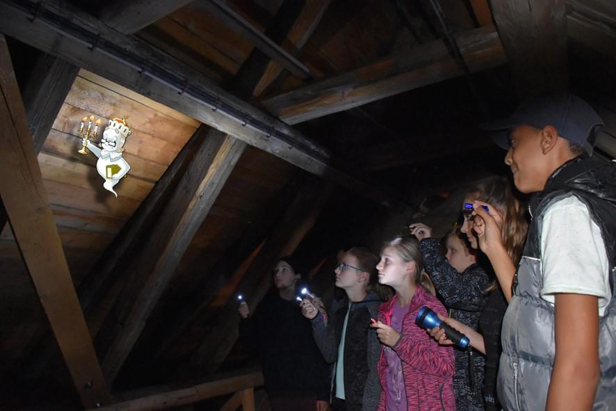 Ferienangebot: Taschenlampen-Führung